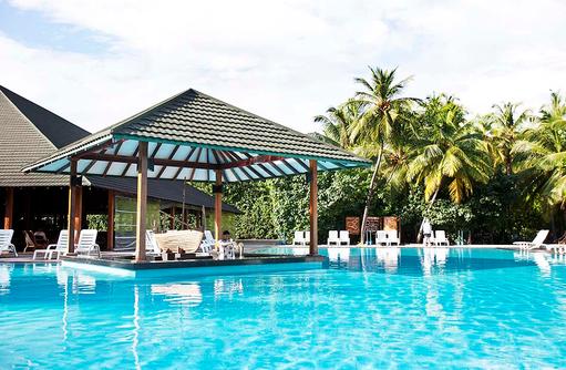 Pool mit Liegen, Adaaran Prestige Meedhupparu Water Villas, Maldives