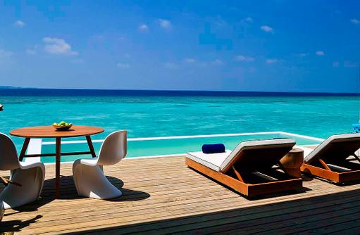 Infinity Pool, Lagoon House, Amilla Fushi, Malediven