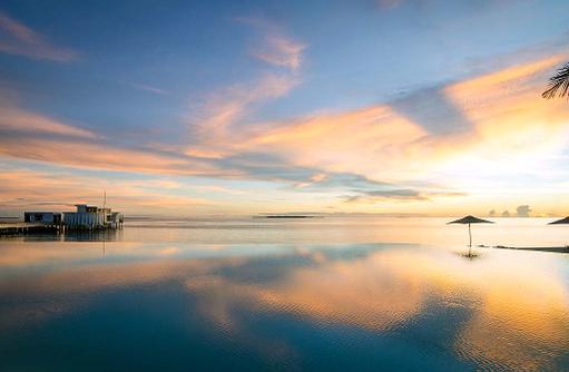 Pool Sonnenuntergang, Amilla Fushi, Malediven