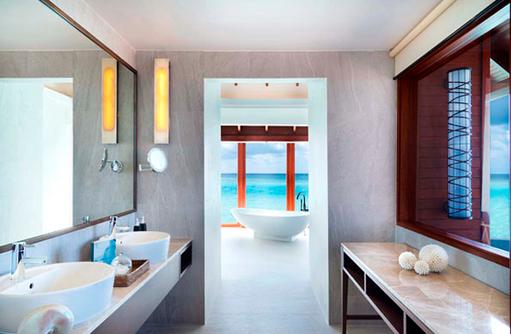 Badezimmer der Over Water Pool Suite, Anantara Dhigu, Maledives