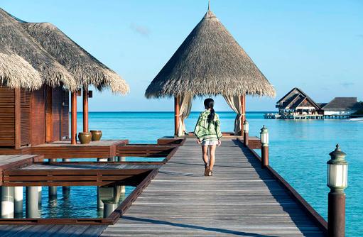 Steg zum Anantara Spa, Anantara Dhigu, Maledives