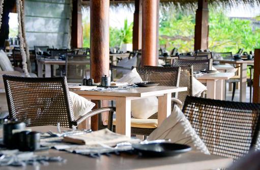 Gedeckter Tisch im Fushi Cafe, Anantara Dhigu, Maledives
