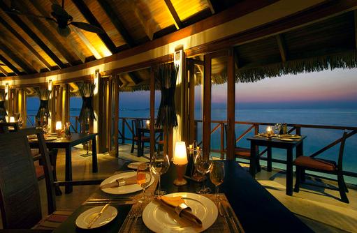 Restaurant Terrazzo am Abend, Anantara Dhigu, Maledives