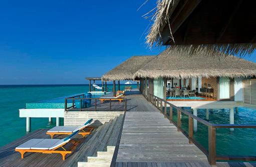 Two Bedroom Overwater Pool Residence, Terrasse, Pool, Sonnendeck, Anantara Kihavah Villas, Maldives