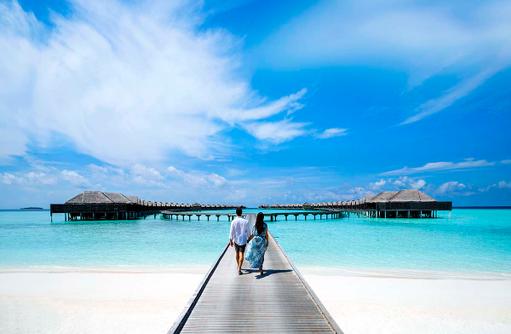 Spaziergang ins Blaue, Steg, Wasservillen, Anantara Kihavah Villas, Madives