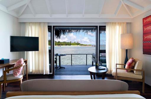 Superior Over Water Bungalow, Schlafzimmer, Sonnenterrasse, Anantara Veli Maldives Resort