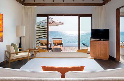 Deluxe Over Water Pool Bungalow, Schlafzimmer mit Blick auf das Meer, Anantara Veli Maldives Resort