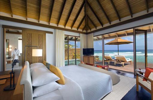 Ocean Pool Bungalow, Wohnen und Schlafen, Sonnenterrasse, Anantara Veli Maldives Resort