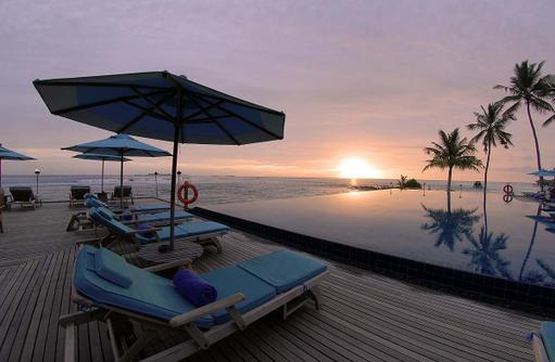 Pool bei Sonnenuntergang, Anantara Veli Maldives Resort