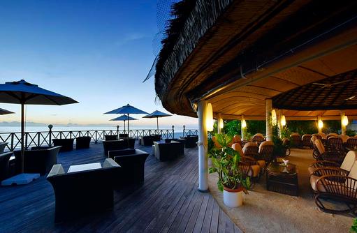 Angaga Main Bar, Aussen Terrasse, Dämmerung, Angaga Island Resort & Spa, Maldives