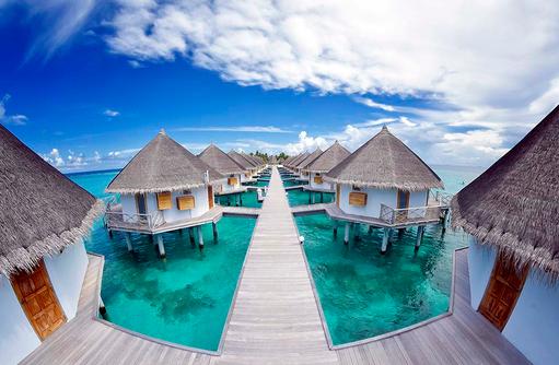 Superior Water Bungalows, Steg, Drohnenaufnahme, Angaga Island Resort & Spa, Maldives