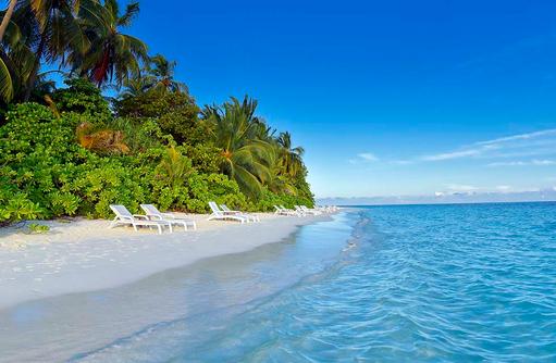 Liegen am Strand, Vegetation, Angaga Island Resort & Spa, Maldives