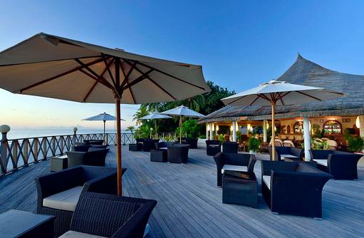 Angaga Main Bar, Aussenterrasse, Sonnenuntergang, Angaga Island Resort & Spa, Maldives