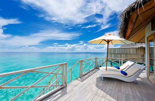 Superior Water Bungalow, Sonnenterrasse, Sonnenliegen,Angaga Island Resort & Spa, Maldives