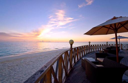 Sonnenuntergang vor der Angaga Main Bar, Angaga Island Resort & Spa, Maldives