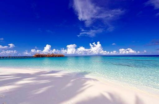 Blick auf Water Bungalows vom Strand, Angaga Island Resort & Spa, Maldives