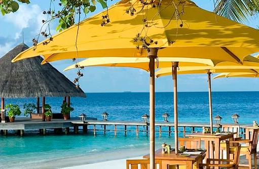 Restaurant Riveli, Aussenterrasse, Blick auf Ankunftssteg, Angsana Ihuru, Malediven