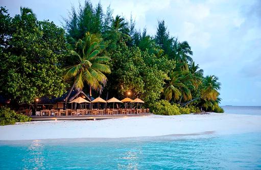 Riveli Restaurant am Strand, Angsana Ihuru, Malediven