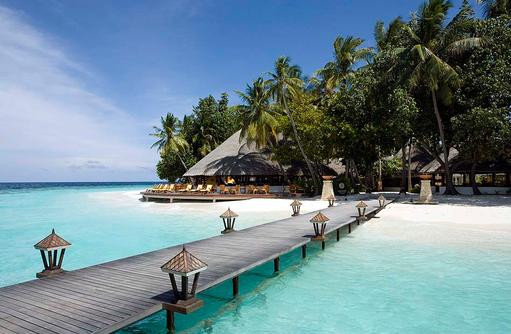 Ankunftssteg, Blick auf Velaavani Bar, Angsana Ihuru, Malediven