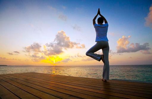 Yoga in einer InOceanVilla, Angsana Velavaru, Malediven
