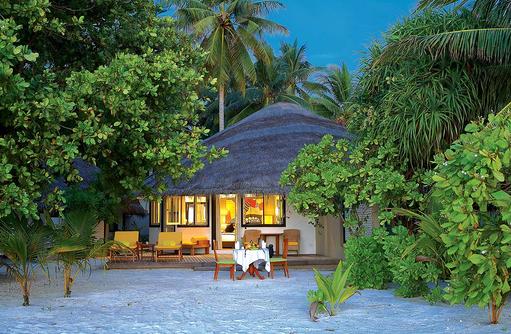 Blick auf eine Deluxe Beachfront Villa, Angsana Velavaru, Malediven