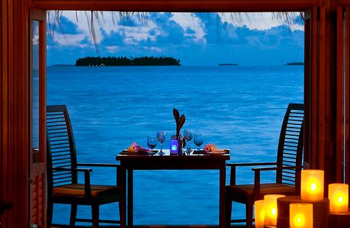 Tisch im Restaurant, Angsana Velavaru, Malediven