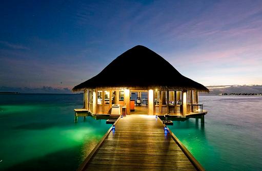 Restaurant bei Nacht, Angsana Velavaru, Malediven