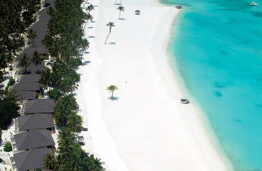 Weißer Sandstrand bei den Villen,Atmosphere Kanifushi Maldives