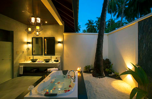 Badezimmer in der Sunset Beach Villa, Atmosphere Kanifushi Maldives