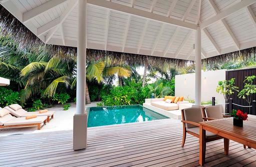 Pool der Sunset Beach Suite, Ayada Maldives