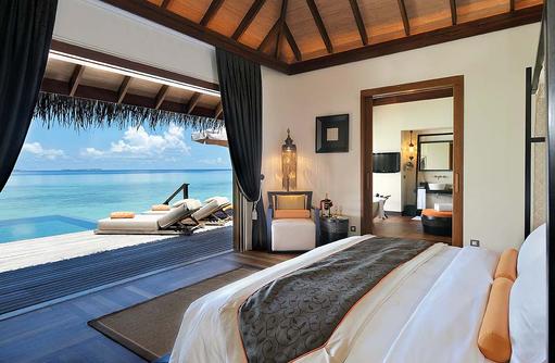 Innenansicht der Sunset Ocean Suite, Ayada Maldives
