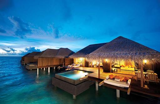 Außenansicht der Sunset Ocean Suite, Ayada Maldives