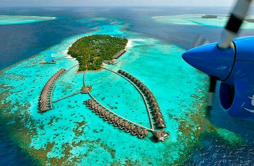 Blick aus dem Wasserflugzeug auf die Insel, Ayada Maldives
