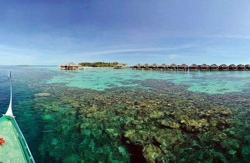 Blick vom Dhoni auf die Insel, Ayada Maldives