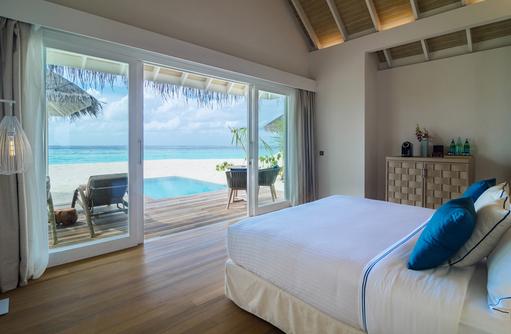 Pool Grand Beach Villa Schlafbereich, Baglioni Resort Maldives