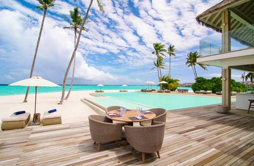 Lunch Main Pool, Baglioni Resort Maldives