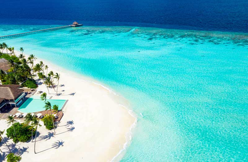 Luftaufnahme Hauptpool, Baglioni Resort Maldives