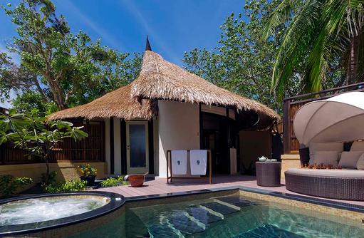 Pool und Whirlpool, Beachfront Pool Villa, Banyan Tree Vabbinfaru, Malediven