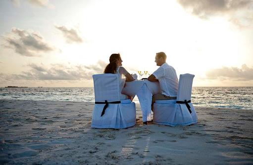 Romantisches Dinner am Strand, Banyan Tree Vabbinfaru, Malediven