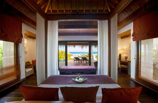 Baros Premium Pool Villa, Schlafzimmer mit Meerblick, Baros Maldives