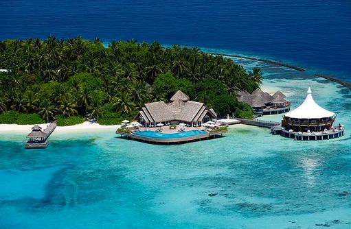 Blick auf die Resataurants aus der Luft, Baros Maldives