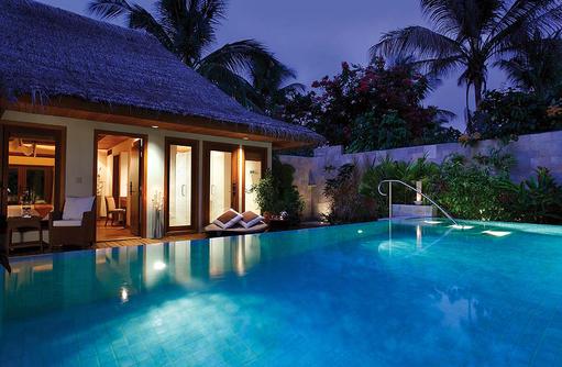 Baros Residence, Pool bei Nacht, Baros Maldives
