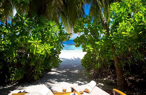Baros Villa, Garten, Terrasse, Strandzugang, Baros Maldives