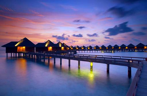 Zugang zu den Water Villas, Sonnenuntergangsstimmung, Baros Maldives