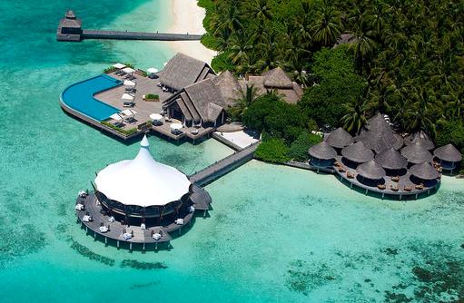 Blick auf die Restaurants aus der Luft, Baros Maldives
