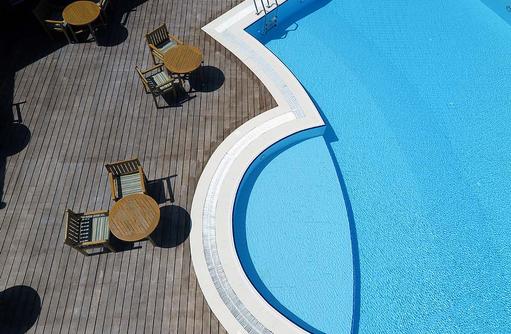 Drohnenaufnahme Meera Pool, Canareef Resort, Malediven