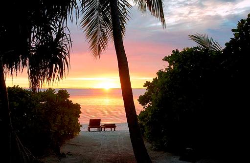 Sonnenuntergang am Strand, Canareef Resort, Malediven