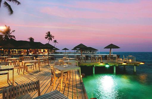 Reef Restaurant, Buffet, Terrasse, Centara Grand Island Resort & Spa, Malediven