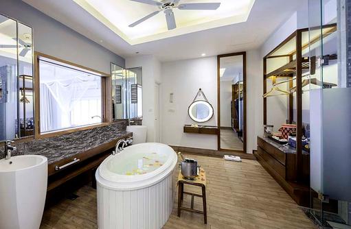 Ocean Water Villa, Badezimmer, Centara Grand Island Resort & Spa, Malediven