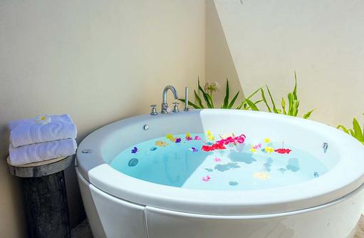 Deluxe Ocean Front Beach Villa, Whirlpool, Centara Ras Fushi Resort & Spa, Maldives
